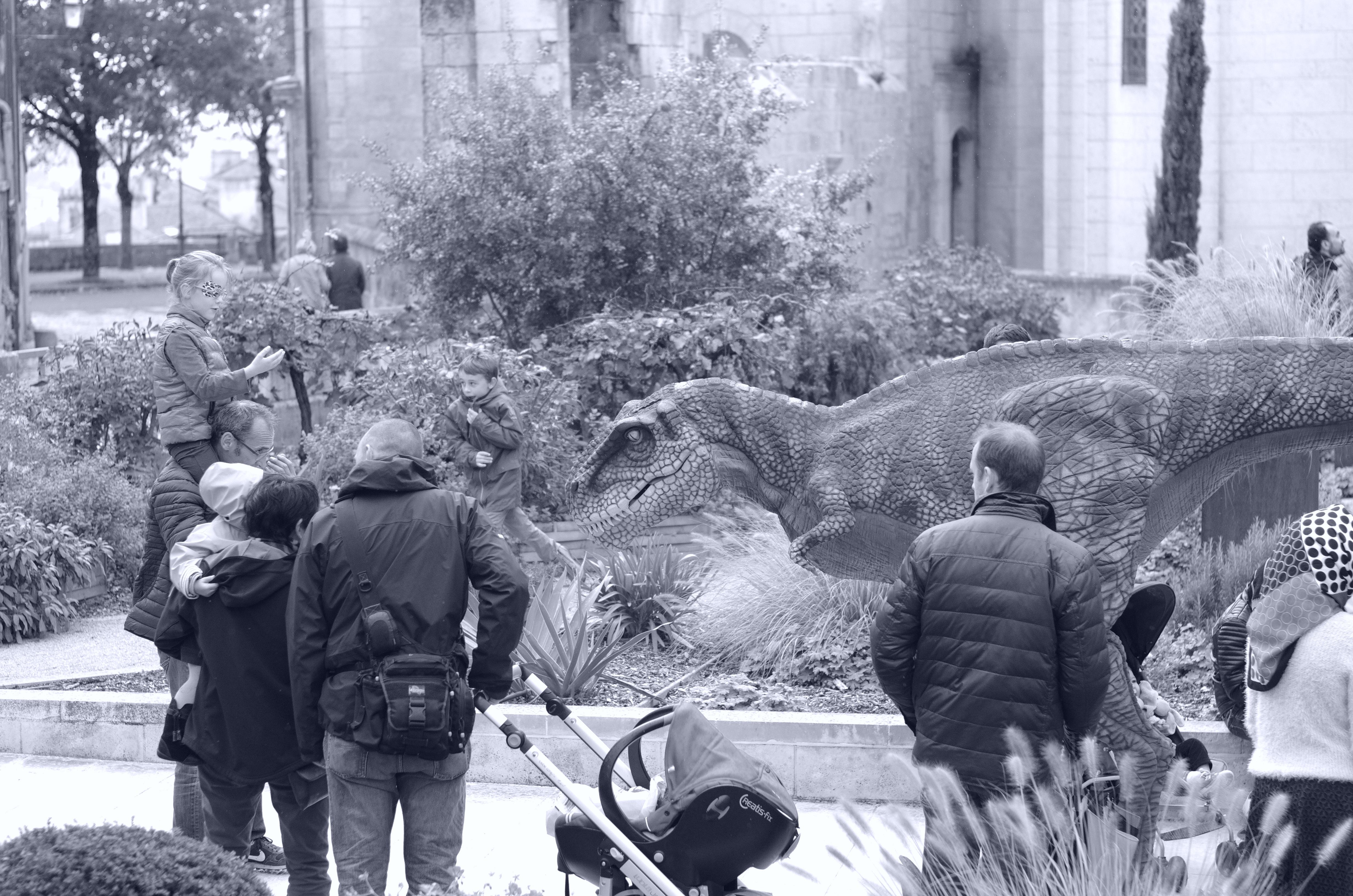 Le Dino courant dans les rues d'Angoulême